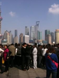 Blick auf die Silhouette von Pudong: und wir sind nicht die Einzigen hier!